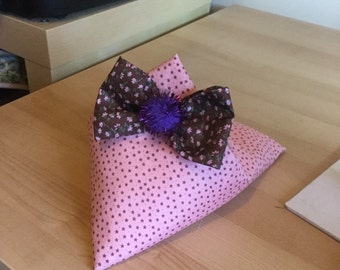 Pink phone holder with bow