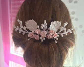 Headdress of cold porcelain bridal comb with pistils and leaves color nacre and pink roses. On request.
