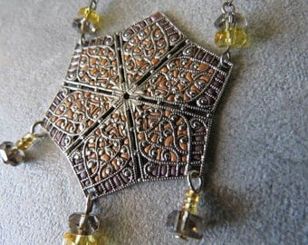 Necklace with pendant filigree Central