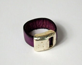 leather ring violet, with silver Zamak ring bead, leather jewelry