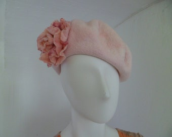 Beret with peony brooch