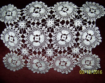 VINTAGE HAND CROCHETED white rectangulat doily