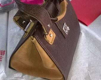 Handmade leather bag, crossbody bag, brown color. Handmade.
