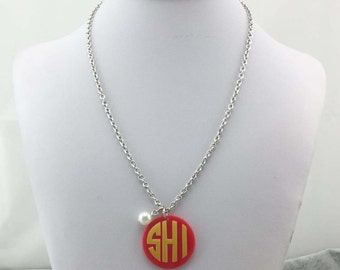 Monogrammed necklace with pearl
