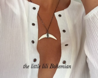 White Real Horn Crescent/Real Bone Necklace/Antique Oxidized Chain/Horn With Crystals/Black Chain Nacklace/Moon Bone Pendant/Bohemian Horn.