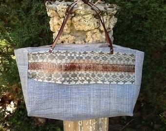Bag in sisal, plant material, fish skin band.