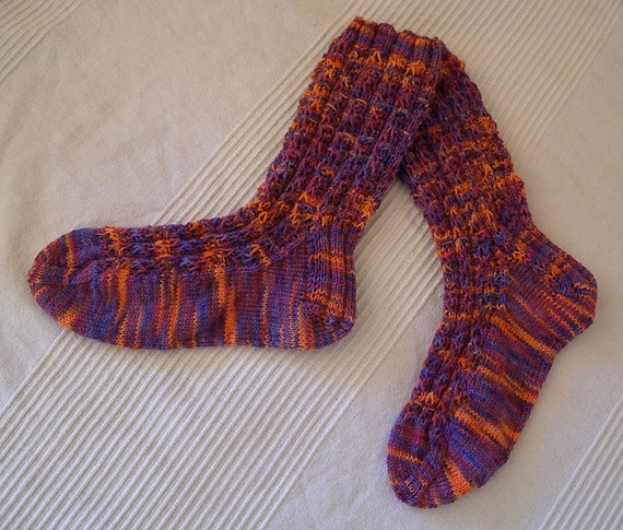 Knitting Yarn Weights Explained : Knit socks pattern for hand painted sock yarn in fingering