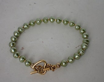 Green Pearl Beaded Bracelet