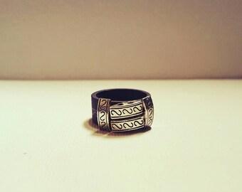 DareByKionde mid finger ring