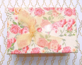 Shabby Chic Gift Box, Flower design, Organza Bow, Protective Tray