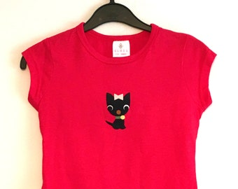 Vintage 1970s cute felt applique animals; 5-6 years red t-shirt with sweet kitty applique