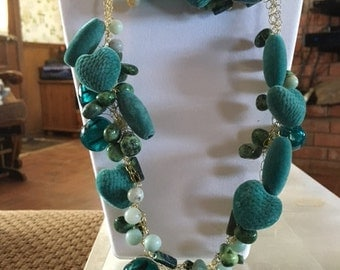 24 green soft beads with glass beads on gold wire