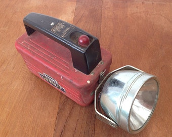 Vintage 61 Columbia Six Volt USA Eveready Flashlight. Hand Collectible Hand Flashlight 1950 s. Rare torch red. Deco Industrial Loft