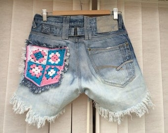 Customised crochet pocket shorts