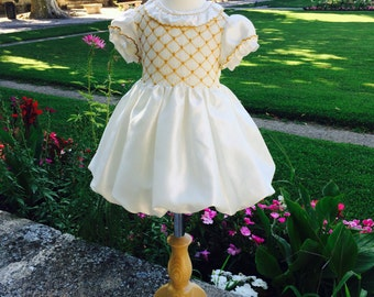 White tafetta baby girl's smocked Fall dress, mustard yellow embroidery, bow in the back, photoshoot dress (4-6 years old)