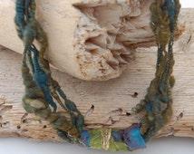 Art yarn necklace made of Merino