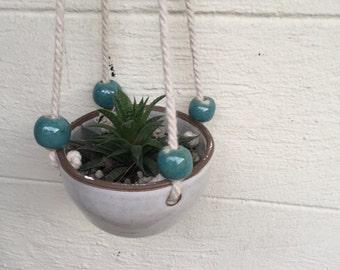 Stoneware hanging pot