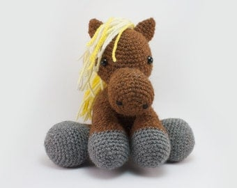 Handmade with wool Icelandic horse