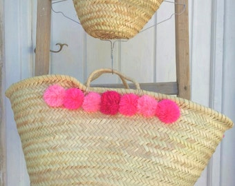 French basket / market tote / beach bag with pompoms / pompom basket / straw basket / summer