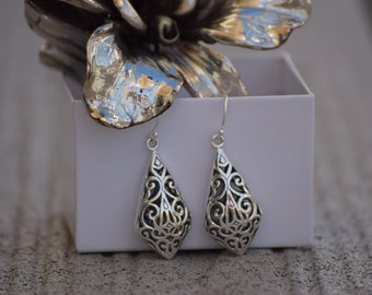 Amazing Ajoure 925 Sterling Silver Convexed Kite Shaped Dangle Earrings