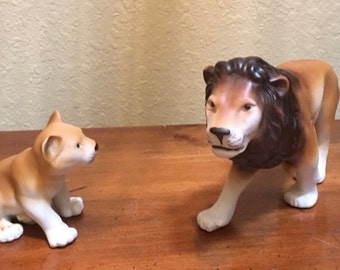ANIMAL FIGURINES.  Large Lion with cub