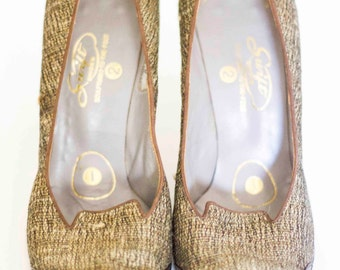 Size 7.5 Tan Pattern Swift Vintage Women's Heels, Hong Kong Pumps.