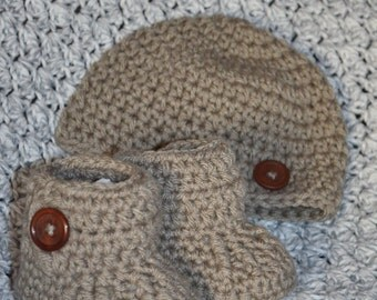 Crochet Baby Hat and Booties Gift Set, Photo Prop