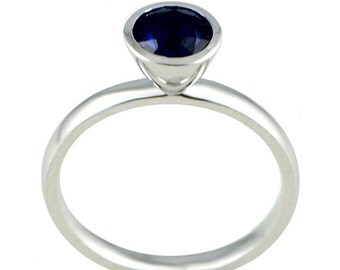 White gold 14K ring with Sapphire