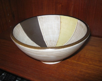 Ceramic shell from the 1970s. With 201/17 market-ceramic bowl from the 1970s. Marked with 201/17