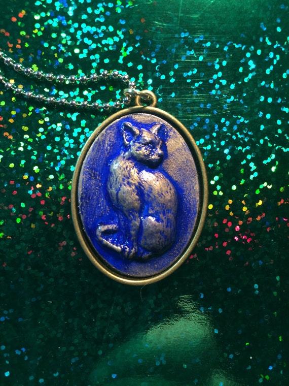 Cat cameo pendant necklace