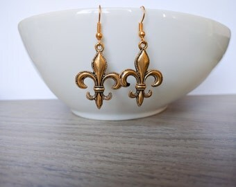 Earrings with French lily