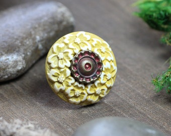 Button Ring Vintage Floral Button Size 5 3/4 Yellow Green Ring Cocktail Ring
