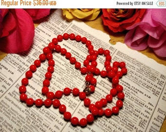 Czech Glass Lipstick Red 1950s Vintage Pin Up Girl Long Hand Tied Bead Necklace 24 Inches
