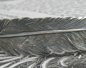 In silverplated brass this time..a super feather bracelet component..