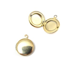 LOW Stock - Vintage Gold Plated Round Lockets (6X) (L510)