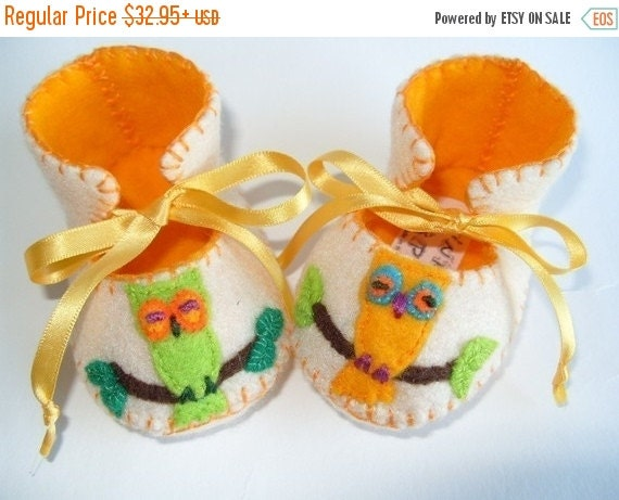 20 % off Fall Sale Beautiful Cream and Gold Owl Baby Booties perfect Baby Gift