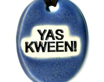YAS KWEEN Ceramic Necklace in Deep Blue