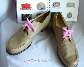Vintage Round Toe Granny Oxford Shoes / size 7 .5 a Eu 38  UK 5 /  Leather Lace Up Khaki Tan / 1950s Flats Grunge narrow width