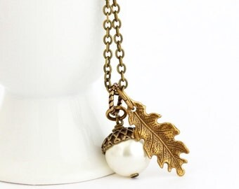 Ivory Pearl Acorn Necklace , Woodland Pendant Necklace, Autumn Jewelry, Acorn Pendant, Rustic Nature Necklace, Rustic Wedding Jewelry