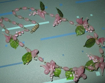 Vintage FAB Pink Venetian Glass Bird and Leaf Bead Necklace