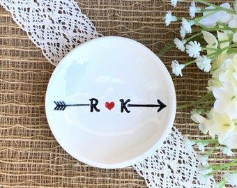 Monogram Ring Dish Heart and Arrow - Ceramic Wedding Ring Dish, Just Married, Gift For Wedding Couple, Personalized Wedding Ring Holder