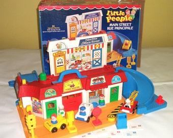 Vintage Fisher Price Play Family Main Street Little People Playset 2500 Complete in Original Box