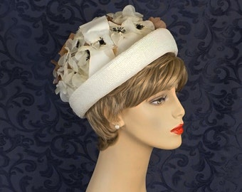 Vintage Ivory Floral Cuffed Hat - Cloche Sz 21-22