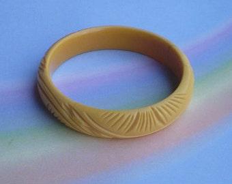 Vintage 30s Cream Corn Carved Casein Bangle Bracelet