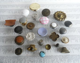 SALE! 25 piece lot mixed vintage mostly brass and metal knobs