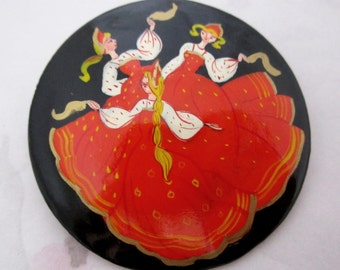 Vintage hand painted lacquered Russian folk art brooch - j6215