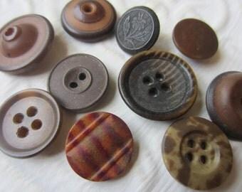 Vintage Buttons - Collector lot of 10 assorted small-medium 1940's whistle buttons, brown vegetable ivory SEPT 342)