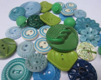 Vintage Buttons - Cottage chic mix of blue and green lot of 31 old and sweet(oct 128)