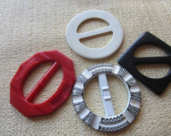 Vintage belt buckles, 4 early plastic large,  black, red and offwhite novelty styles, 1940's-50's (feb 170b)