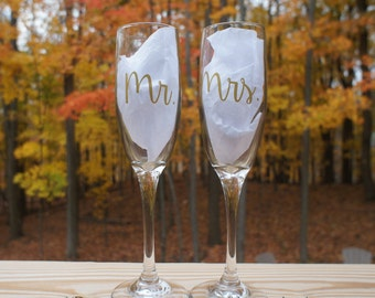 MR & MRS Champagne Flutes - Wedding Toasting Glasses- Personalized